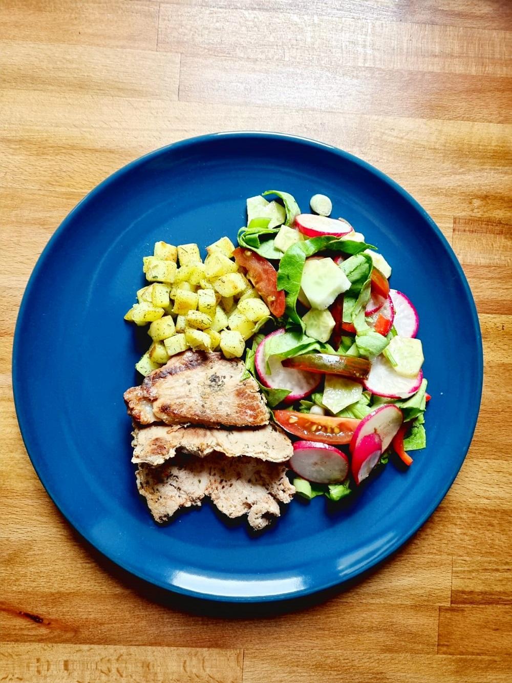 Raportul de macronutrienți contează mai mult decât calitatea dietei – mituri despre nutriţie demontate