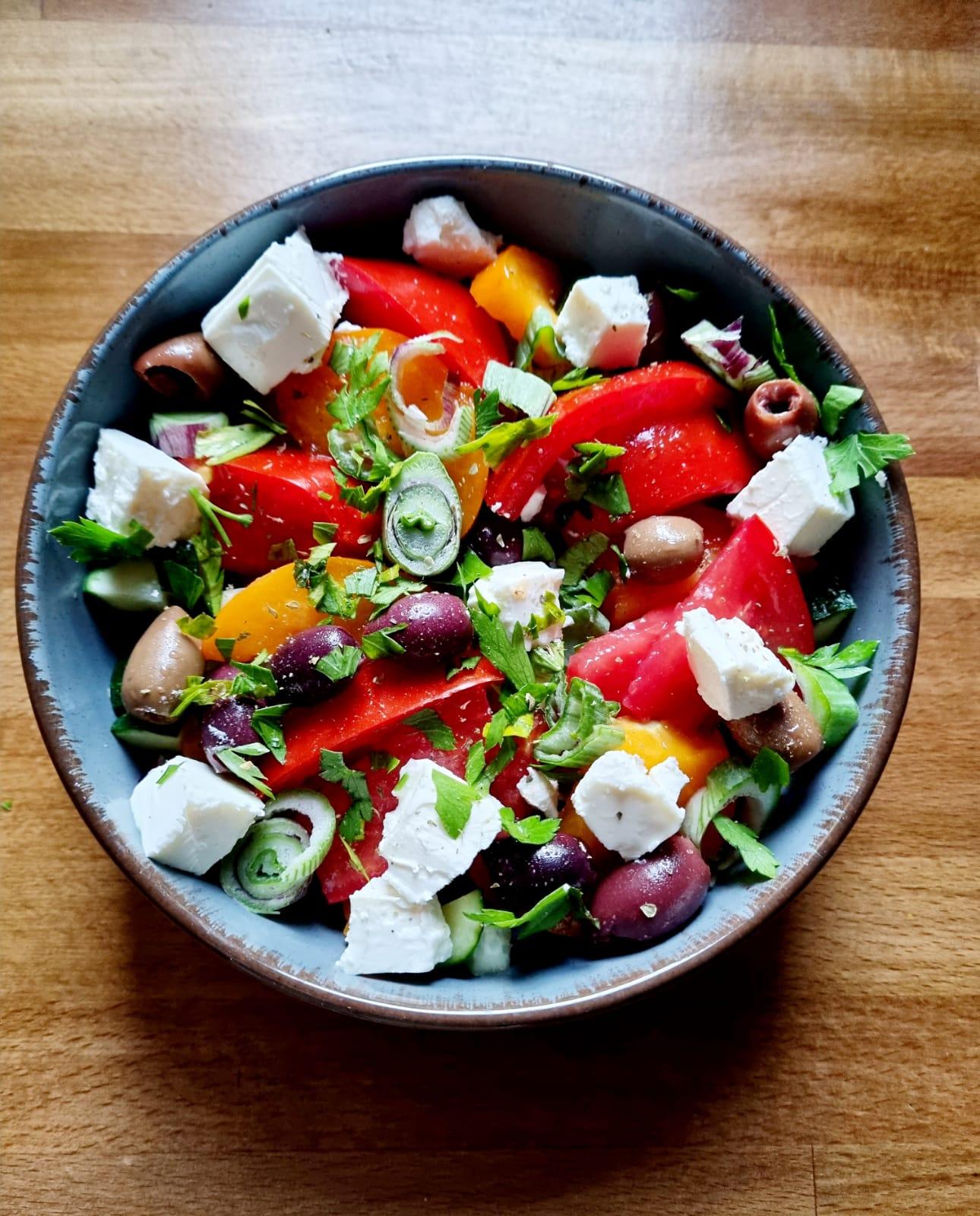 Salată grecească- rețetă sănătoasă