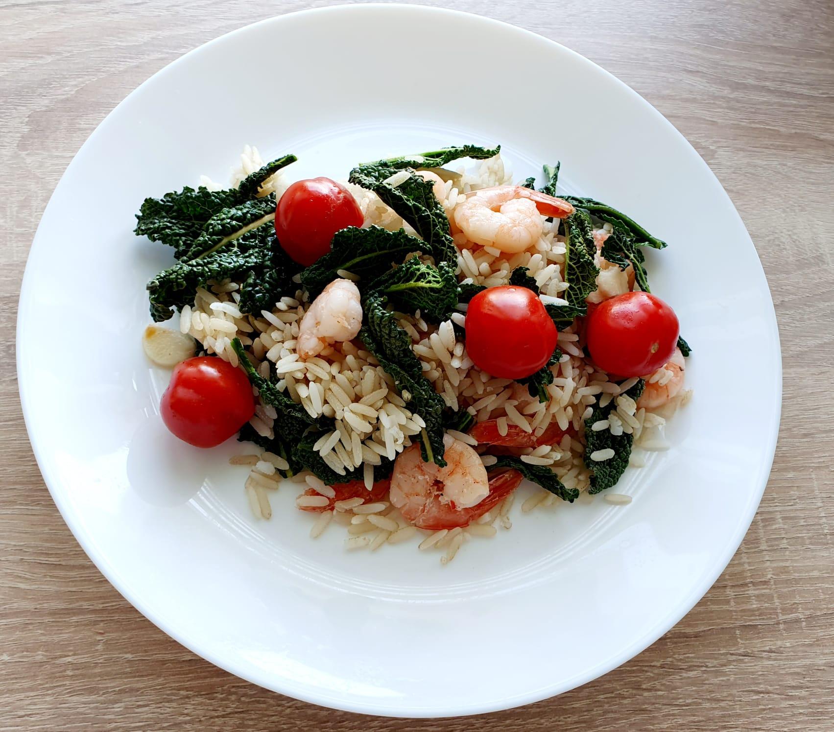 Prânz sănătos: orez cu creveți și legume